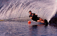 Billy Sapp carving a turn in the slalom course